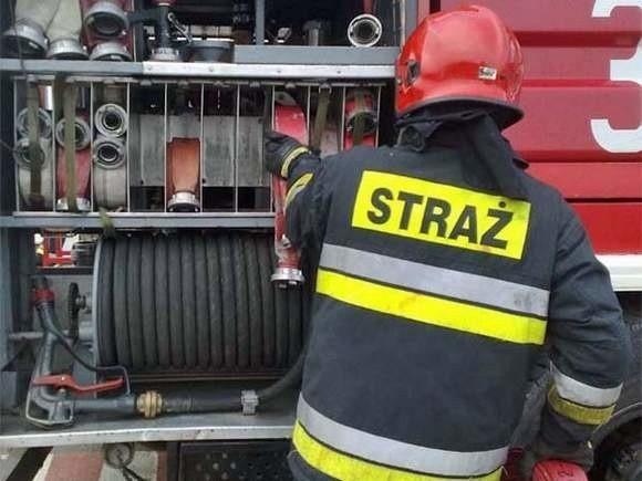 W akcji gaszenia pożaru brały dwie jednostki, jedna zawodowa, druga ochotnicza, łącznie dziesięciu strażaków.