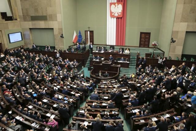 """Sejm potępił rosyjską manipulacje historią. """"Jeden poseł Janusz Korwin-Mikke miał to gdzieś"""""""