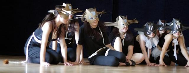 """Przygotowania do czwartkowego występu. Musical rozpocznie się o godz. 18 w Teatrze """"Maska"""". Wstęp wolny."""