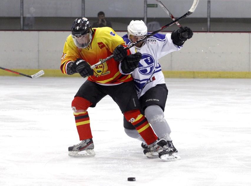 Od 13 do 14 kwietnia w łódzkiej Bombonierce będzie rozgrywany finałowy turniej 2. ligi hokeja na lodzie. Wśród sześciu uczestników będzie ekipa Łódzkiego Klubu Hokejowego KIEDY MECZE? CZYTAJ DALEJ NA KOLEJNYM SLAJDZIE