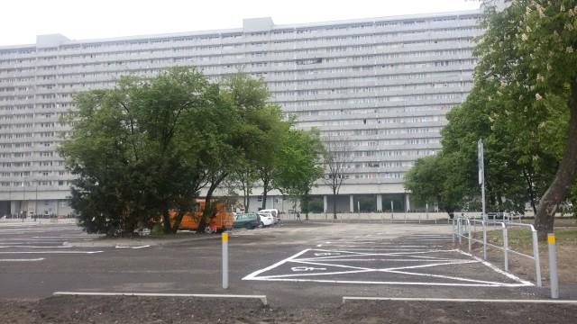 Parking na działce po wyburzonym pałacu ślubów w Katowicach