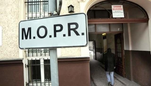 Oszuści, udają pracowników MOPR i okradają mieszkania.