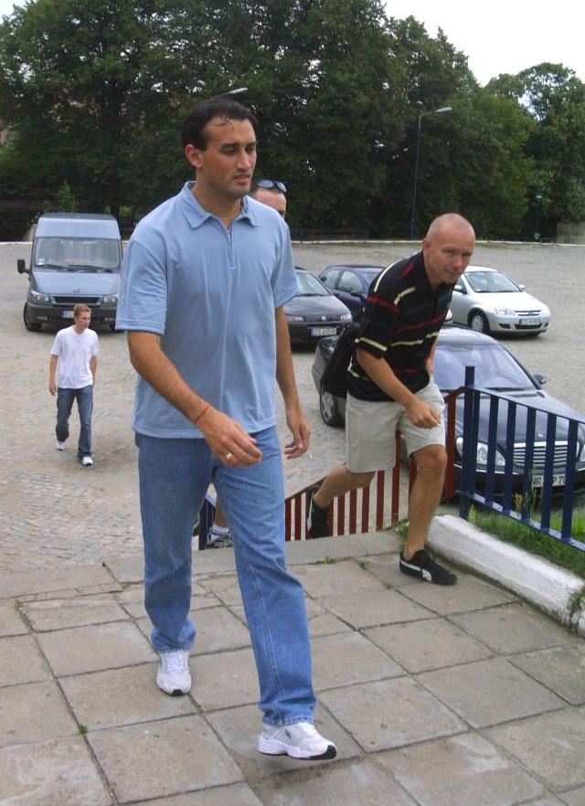 Claudio Milar wczoraj około południa dojechał do Szczecina. Po krótkiej wizycie w klubie, udał się do hotelu. Dzisiaj ma już trenować.