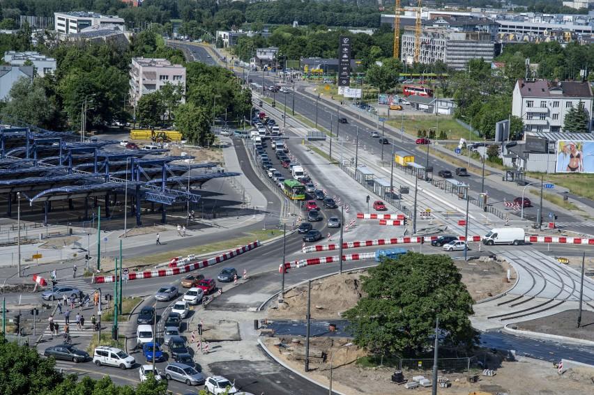 Koniec przebudowy ronda Rataje zaplanowano na marzec 2022 r....