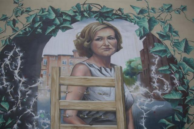 Mural przedstawiający Krystynę Bochenek w Katowicach
