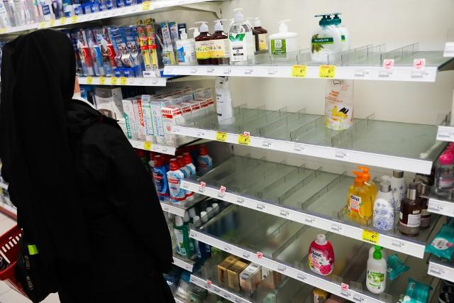 Tak obecnie wyglądają półki w większości drogerii w Krakowie