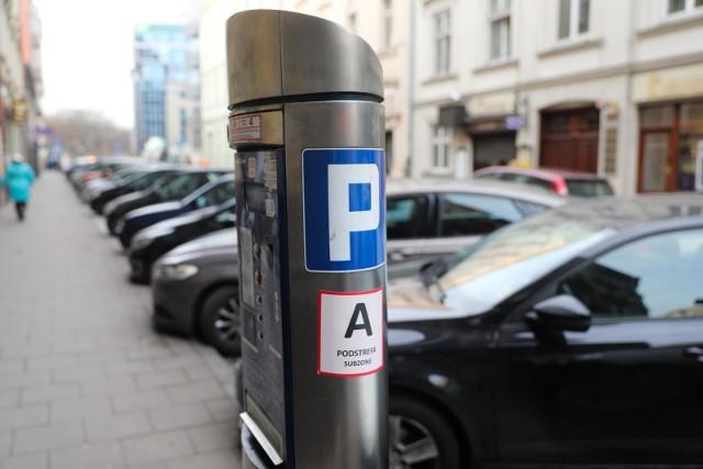 Jeśli parkujemy w podstrefie, gdzie opłata za godzinę wynosi 4 zł, ale zapłacimy jak w najdroższej podstrefie, czyli 6 zł, to... zapłacimy mandat 150 zł