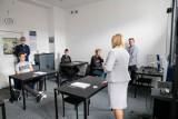 Zmiana standardu nadawania telewizji. Uczniowie Zespołu Szkół Elektrycznych w Białymstoku bezpłatnie pomogą w dostosowaniu telewizorów