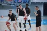"""Koszykarze Pszczółki Startu Lublin rozpoczęli treningi. Trener David Dedek szuka wzmocnienia na """"dwójkę"""""""