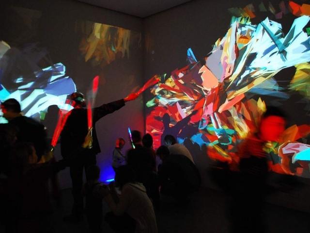 Malowanie światłem - jedna z instalacji  wystawy Interaktywny Plac Zabaw