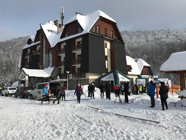 Ponad 120 biegaczy narciarskich wystartowało w biegu głównym na dystansie 9 km w IV edycji Biegu Tropem Żubra. Zawody odbyły się w sobotę w Mucznem w gminie Lutowiska. Gruba pokrywa śnieżna i temperatury poniżej 0 stopni C. sprzyjały rywalizacji. Organizatorzy znakomicie przygotowali trasy. Zawodnicy zostali uhonorowani na mecie medalami, był też gorący poczęstunek.