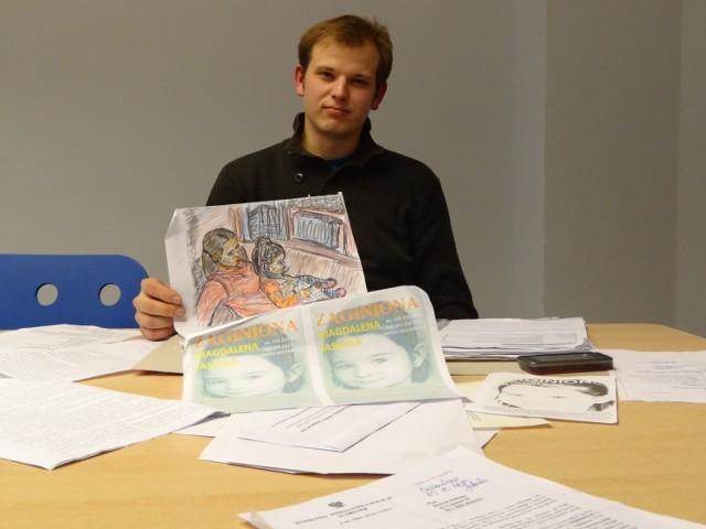 Dawid Jaskuła w akcie desperacji przygotował plakaty. Rozwiesza je w różnych miastach Wielkopolski, powiadomił też policję o zaginięciu swojej 6-letniej córki