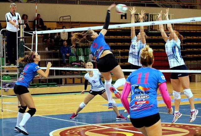 W meczu 12. kolejki I ligi kobiet Joker Mekro Energoremont Świecie pokonał Silesię Volley Mysłowice 3:0 (16, 14, 23).
