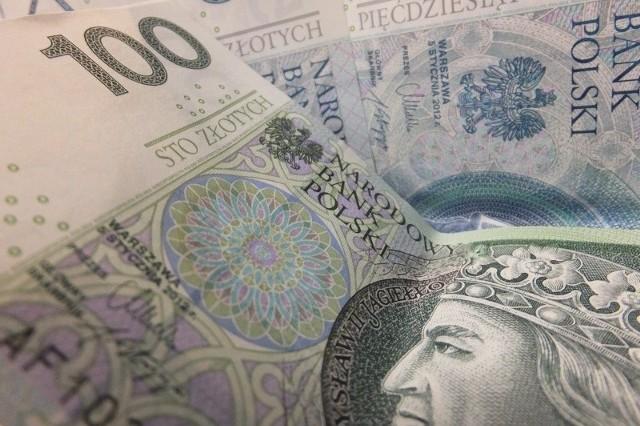 Cała sytuacja zaniepokoiła również pracowniczkę banku Pekao S.A. z oddziału w Warszawie, która miała ostatecznie zatwierdzić przelew
