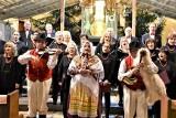 """Cantemus Domino zaśpiewał kolędy i pastorałki. """"Oj, Maluśki, Maluśki"""" z zielonogórskim chórem wykonała kapela koźlarska. Było wzruszająco!"""