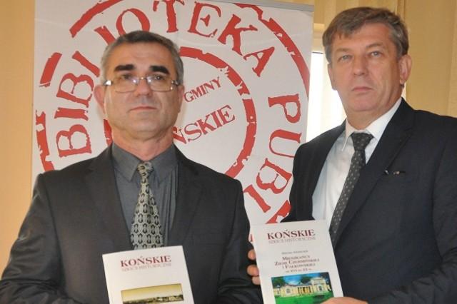 Na spotkanie zapraszają dyrektor biblioteki Dariusz Kowalczyk i autor Marian Adamczyk