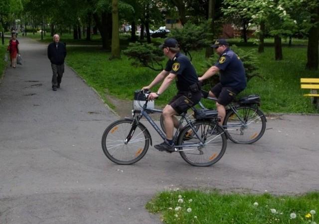Straż Miejska w Sosnowcu przesiadła się na rowery. Patrole rowerowe obejmują tereny zielone