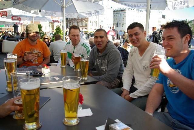 Mieszkańcy skarżą się, że Kraków stał się turystycznym centrum alkoholowym, w którym trudno żyć