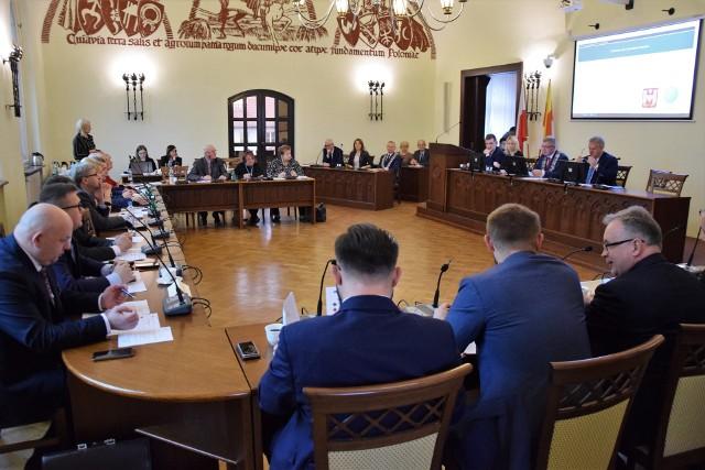 Podczas trzeciej w tej kadencji sesji inowrocławscy radni zajmowali się pensją prezydenta miasta