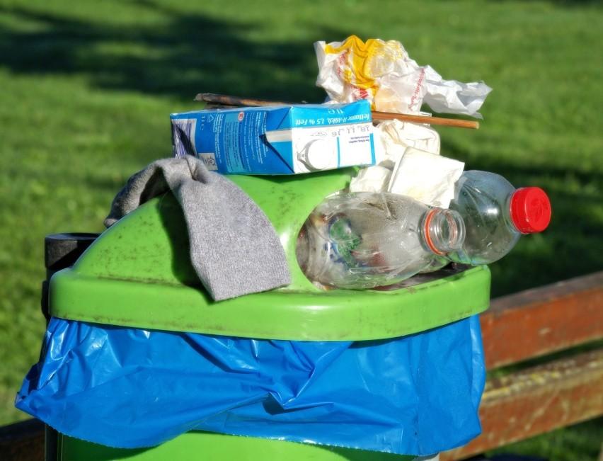 Rosnące koszty wywozu śmieci wzbudzają emocje wśród...