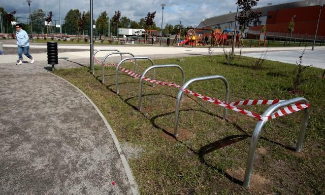 Temat braku miejsc postojowych dla rowerów przy hali Arena Szczecin poruszaliśmy w ubiegłym tygodniu na łamach.