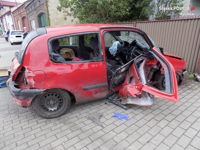 Kierowca renault clio, nie zastosował się do znaku STOP i nie ustąpił pierwszeństwa przejazdu prawidłowo jadącemu kierowcy bmw
