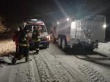 Z wozu strażackiego do karetki. Chorzy z powiatu hrubieszowskiego mają problemy z dostaniem się do szpitala. Zobacz