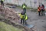 Wypadek w Krakowie. Pod Wawelem runął mur. Nie żyje robotnik [ZDJĘCIA, WIDEO]