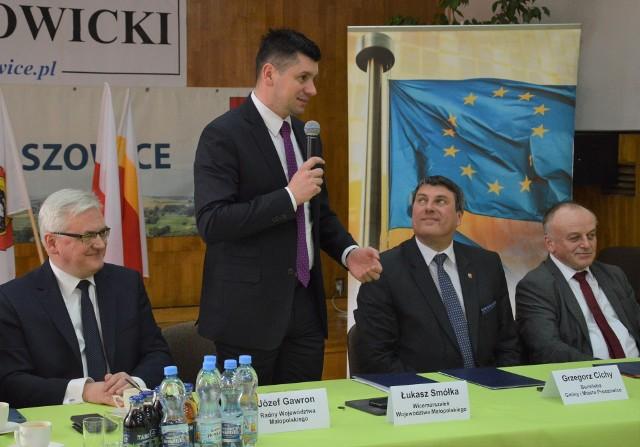 Marszałek Łukasz Smółka na spotkaniu w Proszowicach