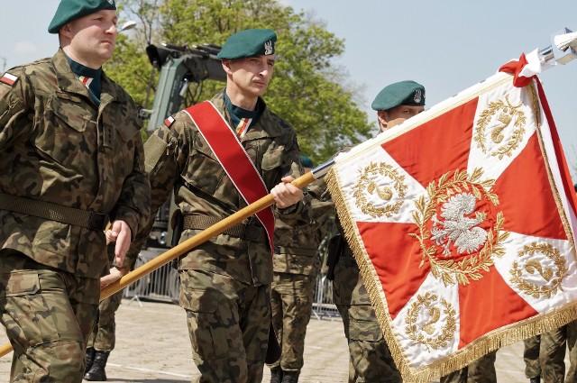 Uroczystość odbyła się w koszarach przy ul. Dworcowej w Inowrocławiu. Obchodzono tam Święto 2. Inowrocławskiego Pułku Inżynieryjnego i Święto Wojsk Inżynieryjnych. Z tej okazji wyróżniający się żołnierze jednostki odznaczeni zostali medalami, otrzymali nagrody rzeczowe oraz listy gratulacyjne. Wyróżniono też osoby współpracujące z 2. IPInż oraz jego byłych żołnierzy. W trakcie uroczystości płk Bogdan Prokop, dowódca pułku, pogratulował reprezentującej jednostkę drużynie dowodzonej przez przez kpr. Damiana Bąka zwycięstwa w Centralnych Zawodach Użyteczno-Bojowych. Obchody uświetnili pokazem musztry artystycznej uczniowie klasy mundurowej z ZSP im. Kazimierza Wielkiego w Kruszwicy.