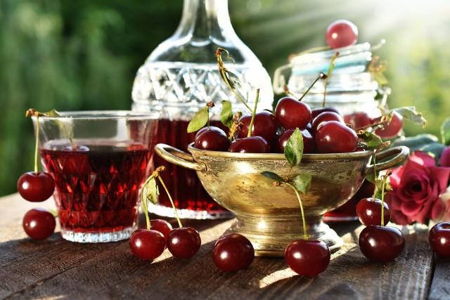 Domowe alkohole nie zawierają sztucznych konserwantów, zagęstników, barwników, wzmacniaczy smaku i aromatów, które mogą być składnikiem kolorowych alkoholi, dostępnych na sklepowej półce.Przykłady --->