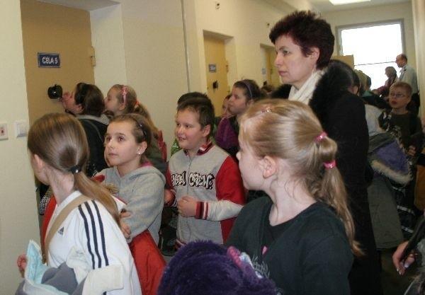Uczniowie na komendzie w JaroslawiuUczniowie ze szkoly podstawowej nr 10 w Jaroslawiu, zwiedzali siedzibe Komendy Powiatowej Policji.