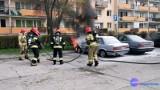 Pożar dwóch samochodów BMW we Włocławku. Ktoś je podpalił przy pomocy denaturatu?