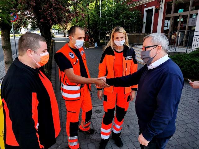 Ze względu na epidemię koronawirusa miasto Nowa Sól, gmina wiejska Nowa Sól oraz miasto i gmina Kożuchów zakupiły stacje do dezynfekcji rąk.Siedemnastą stację w Nowej Soli ufundowało Stowarzyszenie Medyk.