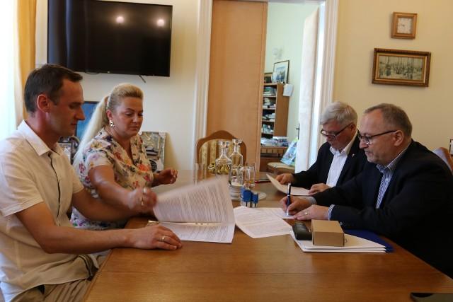 Umowę podpisano w poniedzoiałek w UM Krosno.