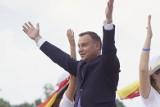Lednica 2018: Andrzej Duda tańczy w Lednicy. Film stał się hitem internetu. Prezydent tańczył z młodzieżą [WIDEO]