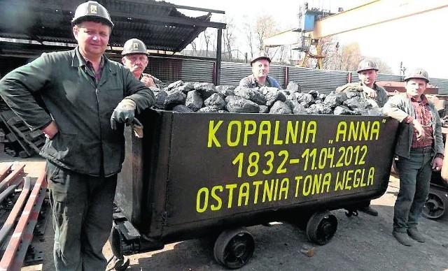 Z wyrobisk dawnej kopalni Anna ostatnia tona węgla wyjechała na powierzchnię w kwietniu 2012 roku. Był tam wtedy reporter DZ