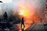 Wielki pożar na terenach dawnej Wifamy przy al. Piłsudskiego 143. Mija 7 lat od jednego z największych pożarów ostatnich lat [zdjęcia, FILM]