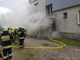 Pożar w Trąbkach Wielkich [17.05.2020 r.]. Paliła się kotłownia w piwnicy bloku przy ulicy Gdańskiej [zdjęcia]