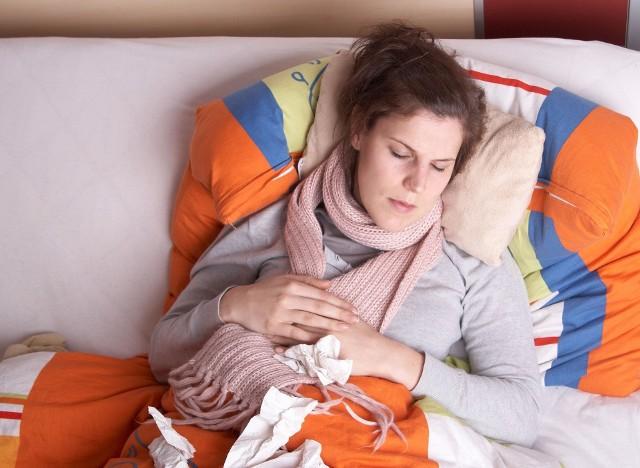 Na zakażenie koronawirusem mogą wskazywać objawy typowe również dla innych infekcji oddechowych