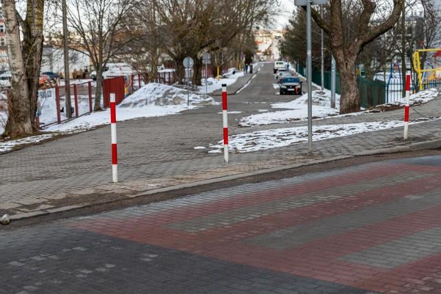 Nie przybędzie nowych miejsc postojowych na osiedlu Nowe Miasto. Urzędnicy nie zgadzają się na przebicie ul. Dzielnej