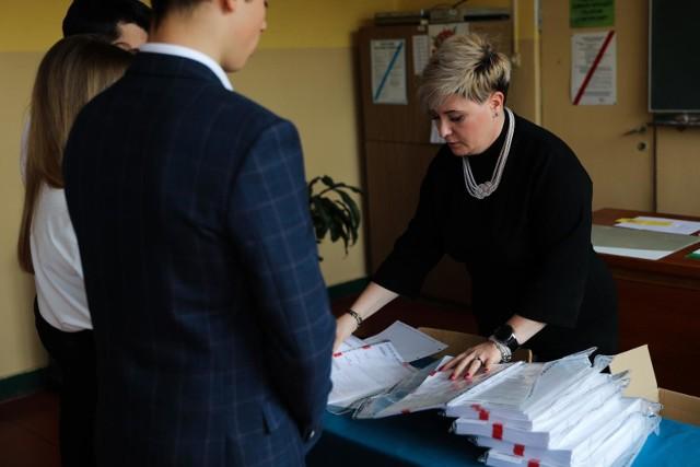 Pierwszego dnia gimnazjaliści zmierzyli się z zadaniami z języka polskiego, wiedzy o społeczeństwie i historii
