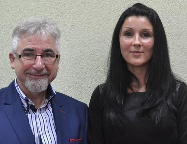 - Do moich ludzi mam pełne zaufanie - mówi burmistrz Nowego Miasteczka, Wiesław Szkondziak. Na zdjęciu z Hanną Petejko, która pełni obowiązki kierownika Ośrodka Pomocy Społecznej.
