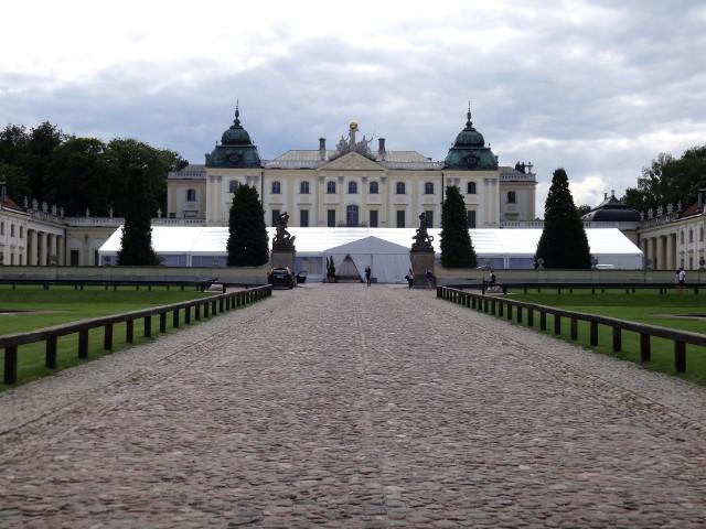 Namiot przed Pałacem Branickich w Białymstoku