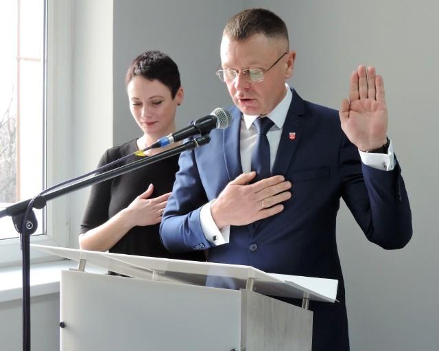 Nowy burmistrz złożył ślubowanie i od tej pory rządzi gminą Strzelno