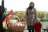 Święcenie pokarmów w pandemii - jak samemu poświęcić koszyczek wielkanocny? [MODLITWA ONLINE, BŁOGOSŁAWIEŃSTWO]