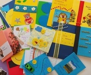 """Kartki Fundacji """"Dr. Clown"""" czekają. Z okazji Światowego Dnia Chorego, 11 lutego, zostaną przekazane pacjentom szpitala im. Jurasza i hospicjum Dom Sue Ryder."""