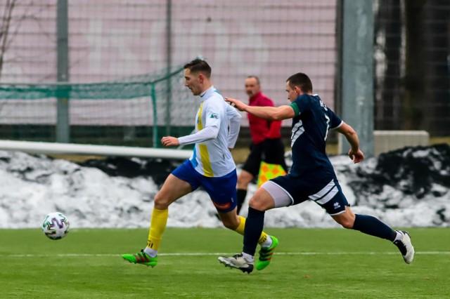 Czwratoligowy (na biało-niebiesko Tur Bielsk Podlaski) grają dalej, chociaż do kilku spotkań nie dojdzie. Rozgrywki okręgówki zostały zawieszone.