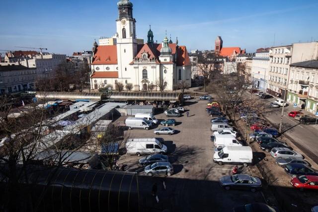 Za nieprzestrzeganie wymagań dotyczących, m.in., właściwego przechowywania produktów spożywczych, sanepid nałożył na targowisku przy placu Piastowskim trzy mandaty karne na łączną kwotę 650 zł.