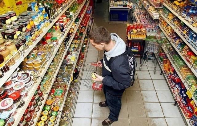 Sklepy czynne dzisiaj 01.01.19 Żabka Które sklepy są czynne 1 stycznia Gdzie można zrobić zakupy w Nowy Rok 1 stycznia 2019